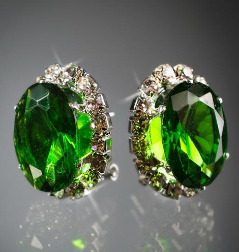 Овальные зеленые серьги